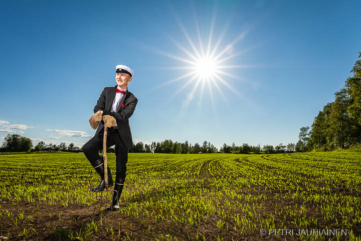 Ylioppilaskuvaus maaseutumiljöössä